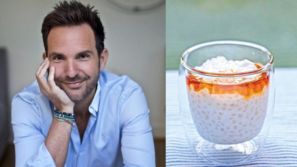 Le célèbre pâtissier Christophe Michalak partage sa recette de ses Perles du Japon. Un dessert qu'il n'hésite pas à manger lors du petit-déjeuner. Préparation : 5 min (+cuisson 10 min et repos 2h + 1 nuit) Ingrédients pour 8 personnes -1 litre d'eau -200 g de perles du Japon -200 g de lait de coco -sirop d'érable (ou miel) Etape 1 Faites bouillir l'eau et ajoutez les perles du Japon.