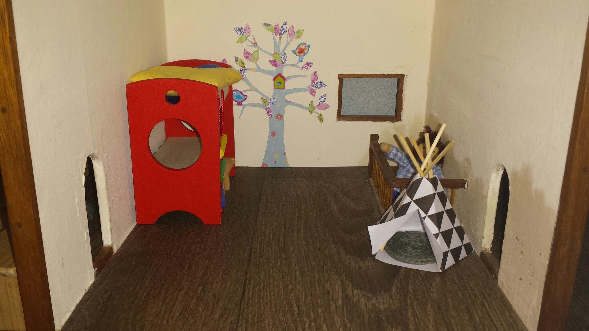 Behang Boom Kinderkamer : Poppenhuis aan het inrichten. stapelbed is gekocht. tipi en kleedje