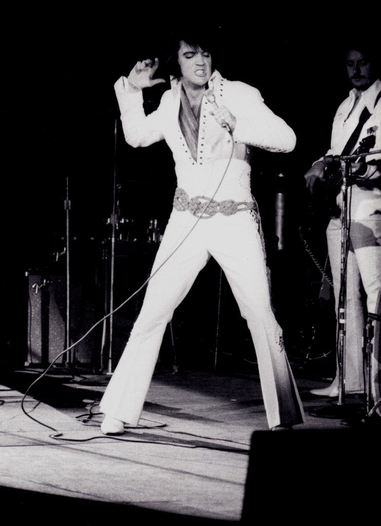 Elvis In Concert In Los Angeles In November 14 1970 Elvis Presley Concerts Elvis Presley Elvis Presley Photos