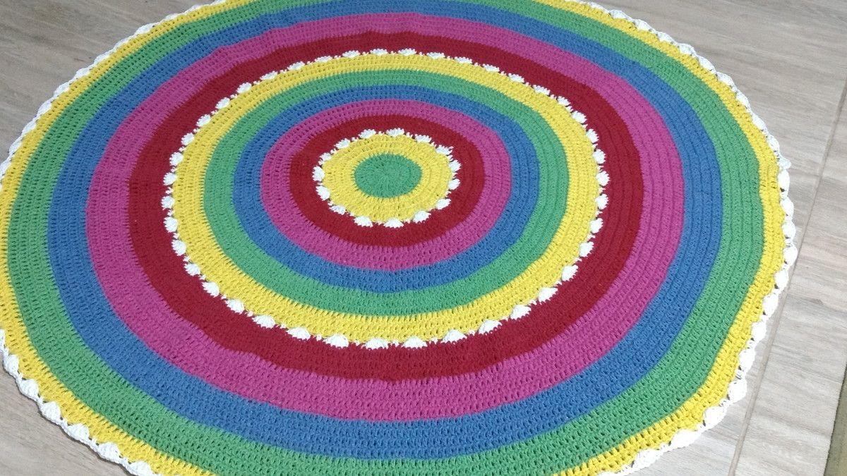 Tapete de crochê colorido  Material barbante de algodão  Cores verde,amarelo,branco,vermelho,pink,azul  Pode ser lavado    Mede 120cm de diâmetro