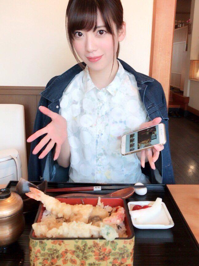 食事中の西川七海