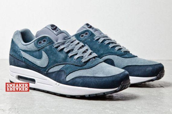 """... 13801 e918a nike air max 1 blue suede 03 570x379 Nike Air Max 1 """"Blue  ... b00740693"""