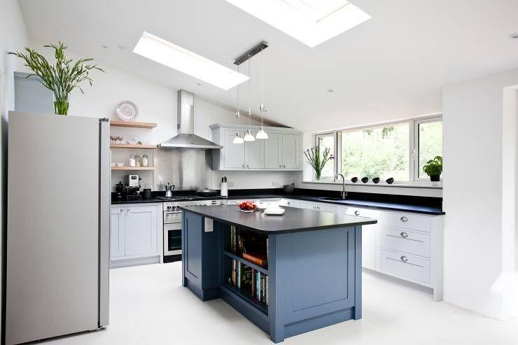 Genial Moderne Küche Mit Marieneblauer Kochinsel Von Maple U0026 Gray. Wie Ihr Seht  Kann Man Diese Farbe Wunderbar In Jedem Raum Verwenden, Wenn Man Denn So  Will!