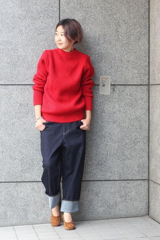【ANDERSEN-ANDERSEN/アンデルセン-アンデルセン】 赤ニットコーデ  鮮やかなレッドのリブニットをメインに合わせたコーディネート。 ゆったりめなサイズ感を生かして裾をマッキンに。 チャンキーのパンプスでトレンド感をプラスしました。