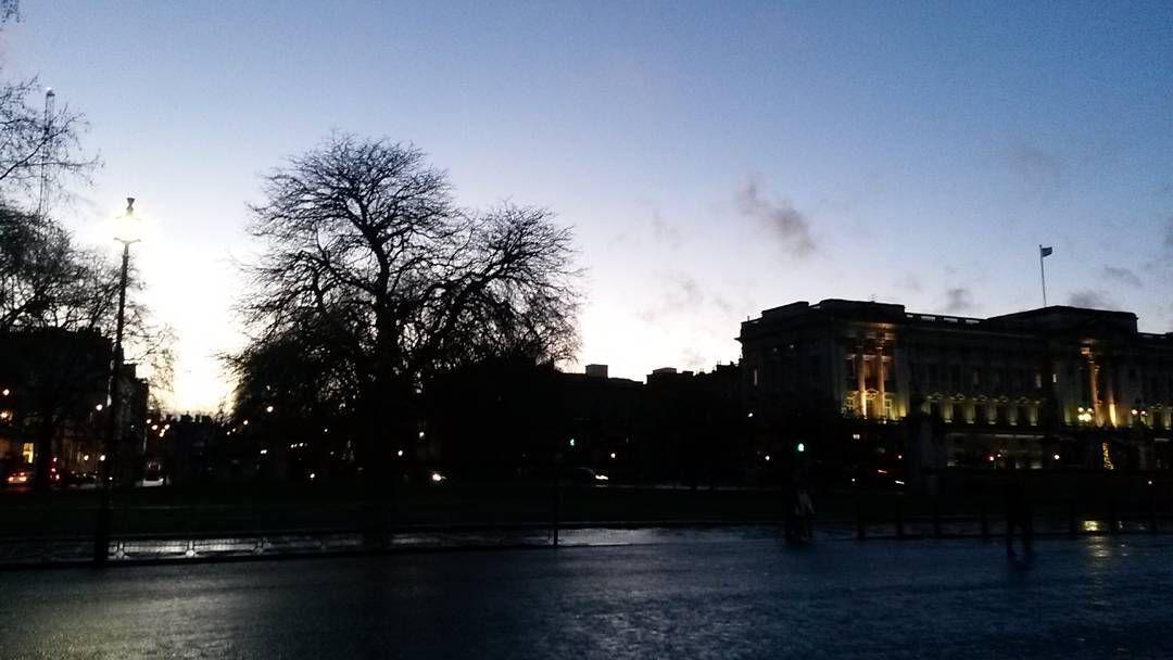 Por do sol da realeza! #london #sunset #buckinghampalace #nofilter by mafagafosverdes