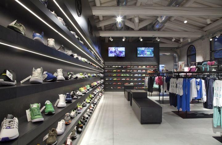 Fondo verde completar insondable  Clap Store by Fabio Caselli Design, Sassuolo – Italy » Retail Design Blog |  Retail design, Store interior, Retail design blog