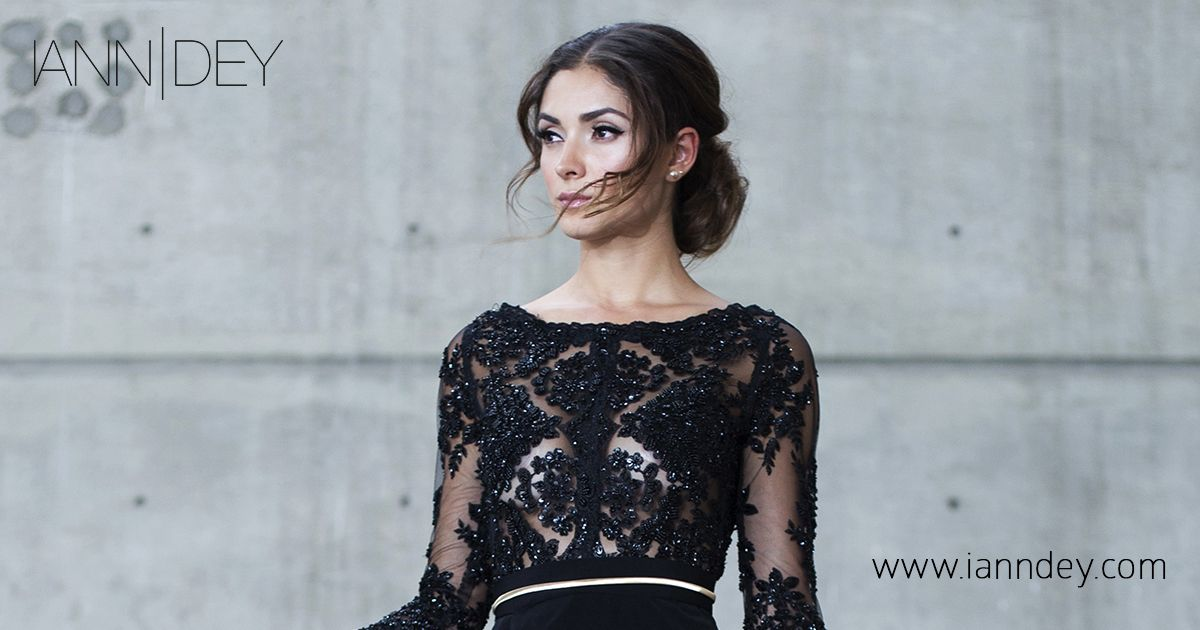 8b152a17f Vestido negro elaborado de encaje bordado y pedrería