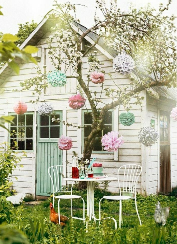 Wunderbar Großes Gartenhaus Mit Dekoration Aus Papierblumen