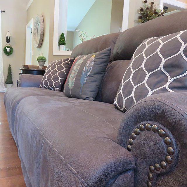 lane leather sofa at sam s sydney @shelton_lane has a wonderfully beautiful living room. the ...