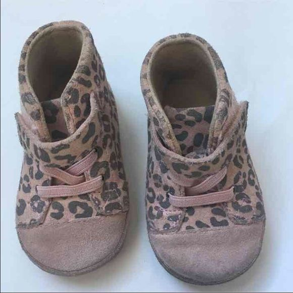 9601a8a7cfc Baby uggs We are 2nd owners but my daughter did not wear them. Size ...