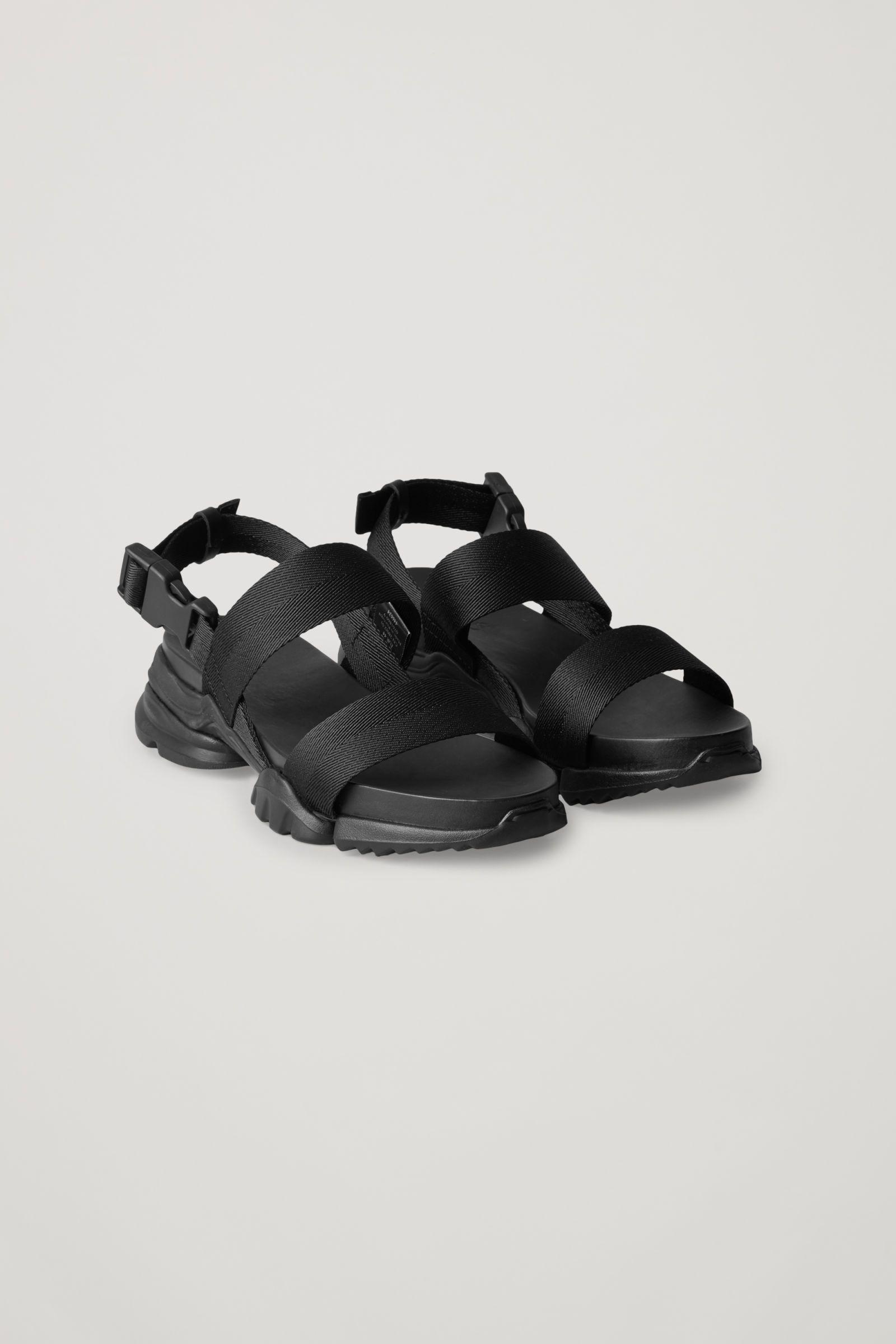 CHUNKY SOLE WEBBING SANDALS - Black