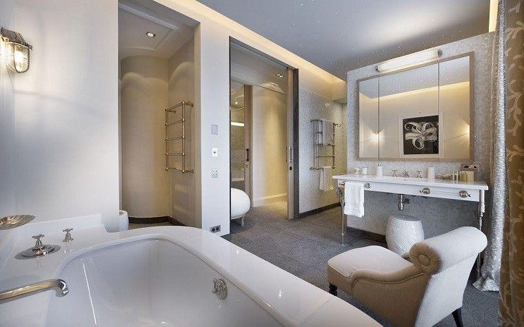 Salle de bain design de luxe, détails pour les rendre fonctionnels