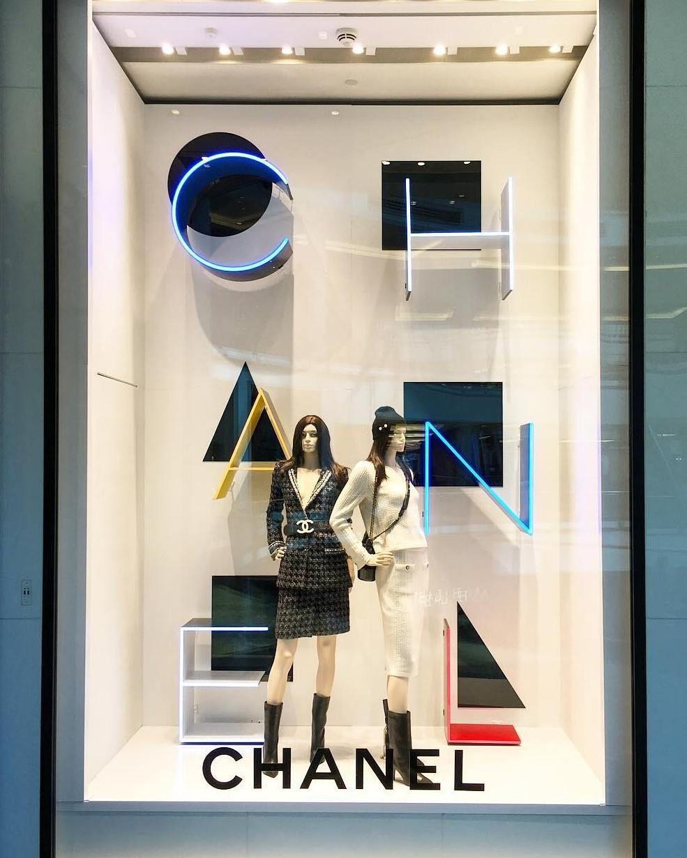 separation shoes 80808 3847d Simetria Chanel Taller De Diseño, Exhibición De Producto, Diseño De  Vitrina, Escaparates Originales