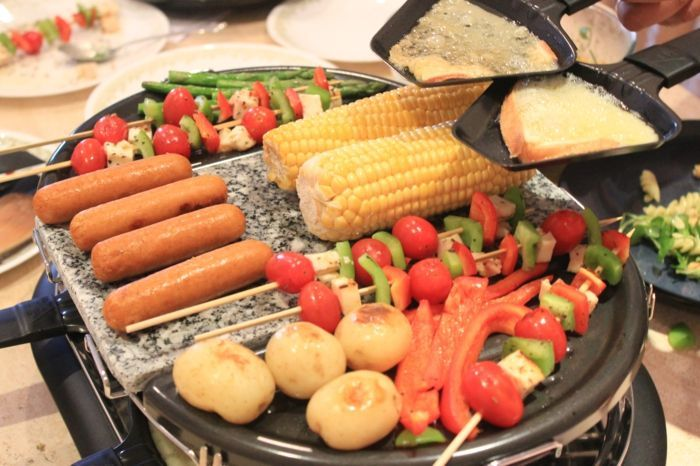 Raclette-Ideen für einen kulinarischen Hochgenuss in dieser Saison - #raclettebijgerechten #racletteburger #raclettecharcuterie #racletteeinkaufsliste #racletteideas #racletteideen #racletteillustration #racletteingredientes #raclettelegumes #raclettelowcarb #raclettemeat #raclettenachtisch #raclettenoel #raclettepotatoes #racletterestaurant #racletterezepte #raclettericetta #raclettesauces #raclettesucre - Raclette-Ideen für einen kulinarischen Hochgenuss in dieser Saison #racletteideen