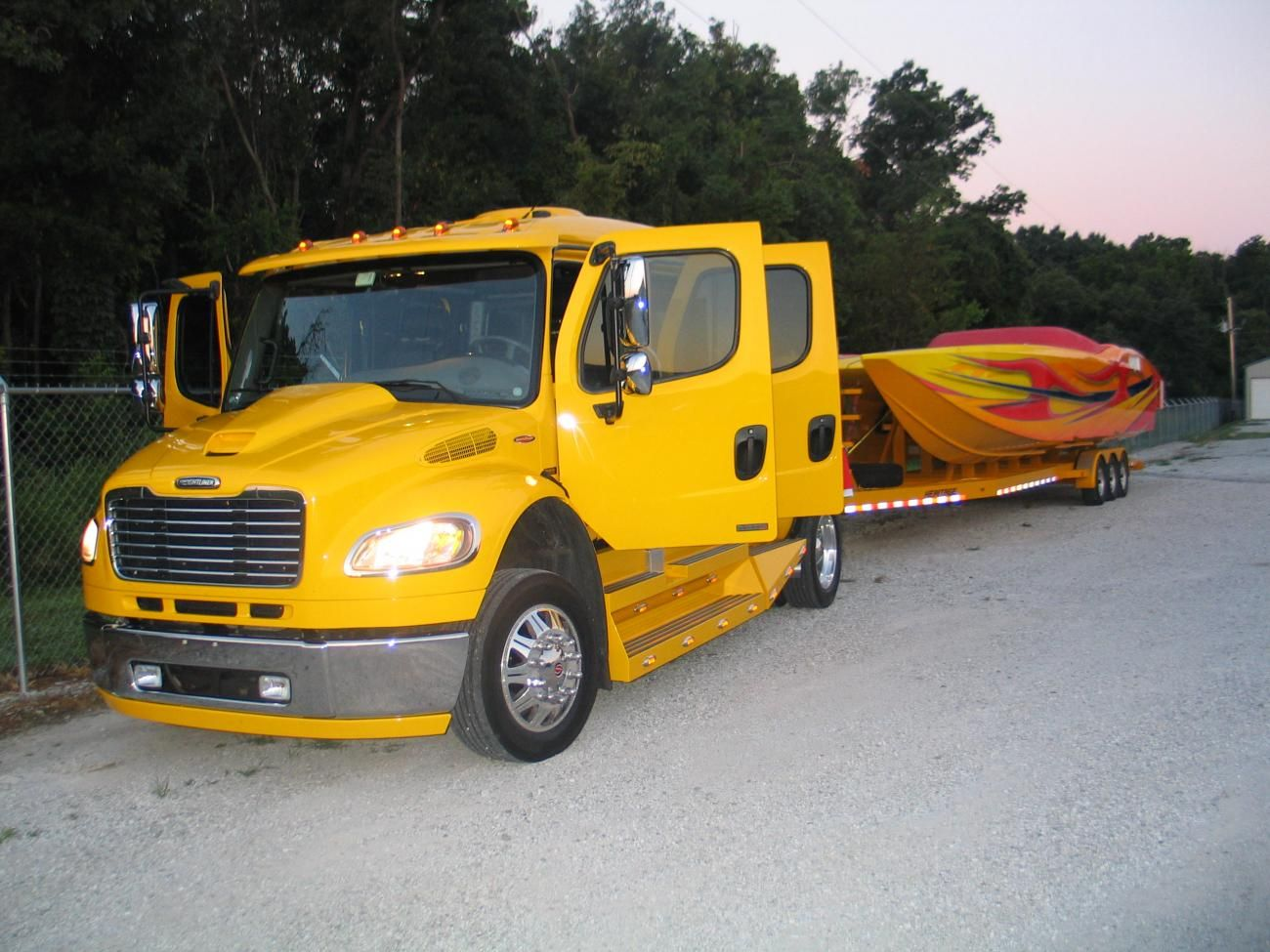 custom freightliner hauler extreme suv luxury toy haulers [ 1300 x 975 Pixel ]