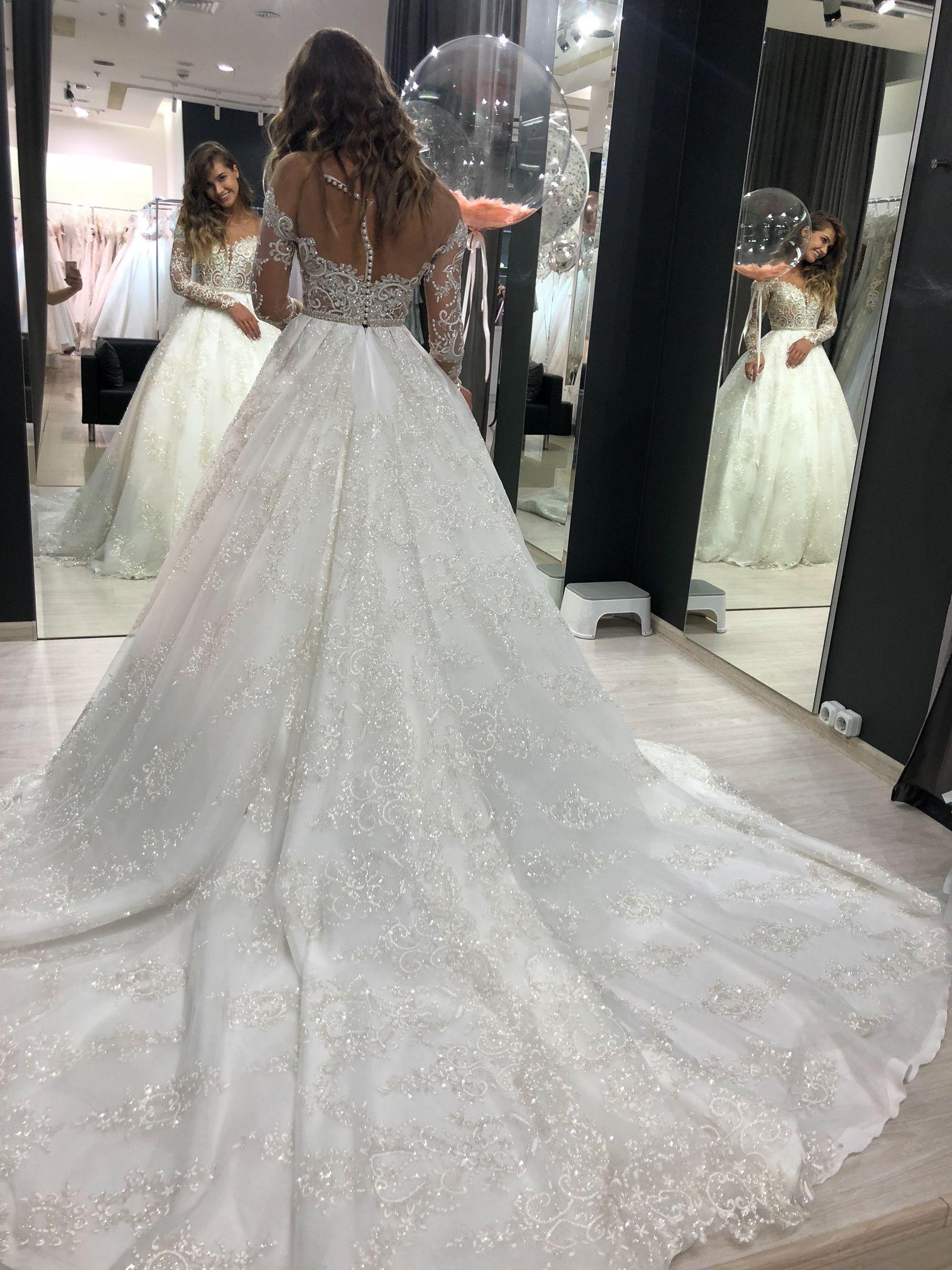 Batist By Olivia Bottega Full Skirt Glittered Wedding Dress Etsy Wedding Dresses Sparkle Wedding Dress Sparkly Wedding Dress [ 2100 x 1575 Pixel ]