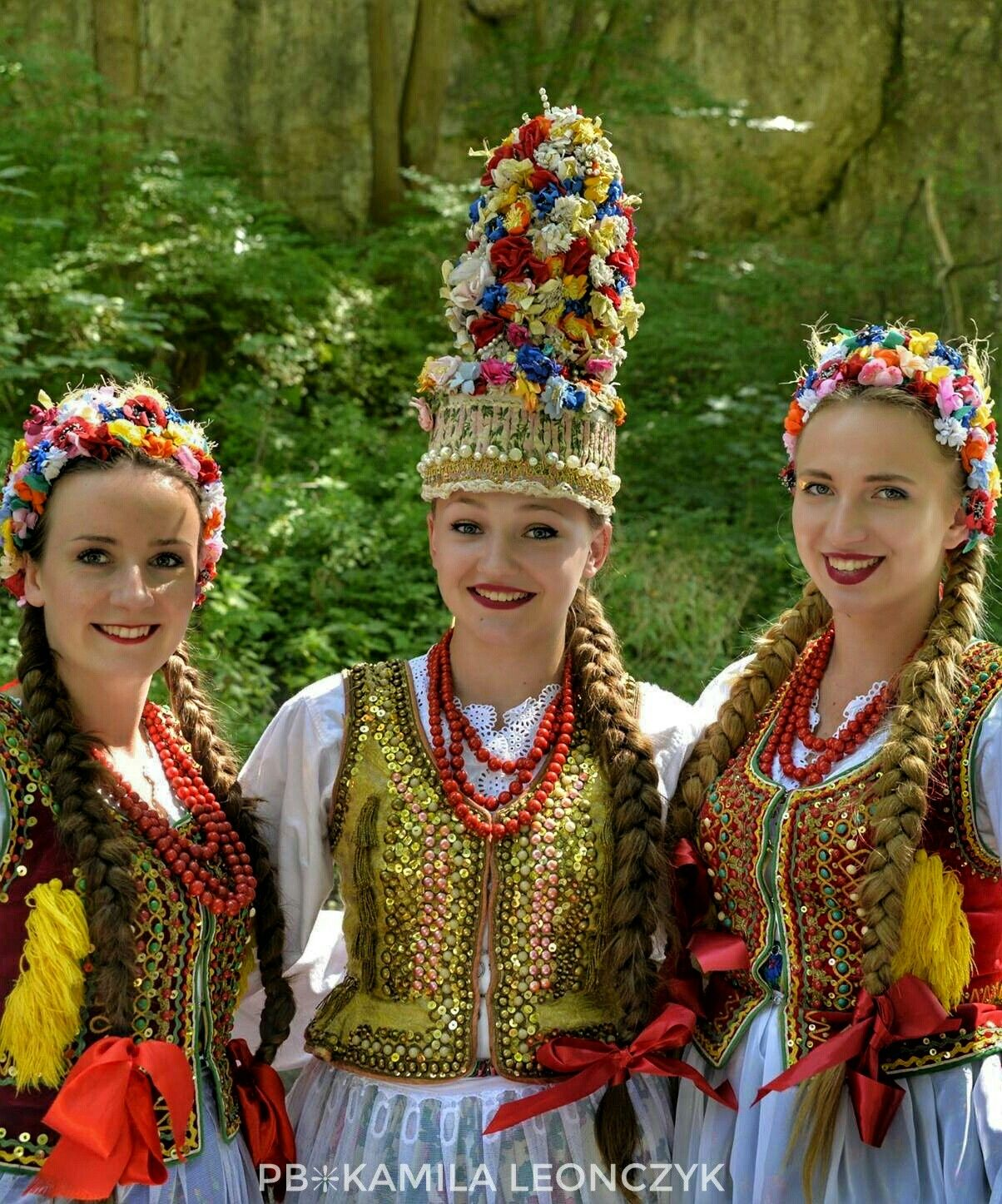 Slavic Bridal Flower Crowns From Polish Folklore Krakow Wreaths And Other Hair Ornaments Made Of Polish Traditional Costume Flower Crown Bridal Flower Crown