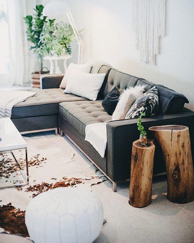 Black and white throw pillows stump side