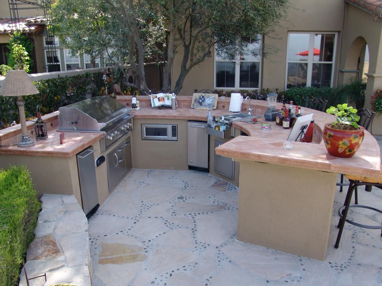 Landscape Designers' Tips To Help You Turn Your Boring Backyard Captivating Outdoor Kitchen Designers 2018