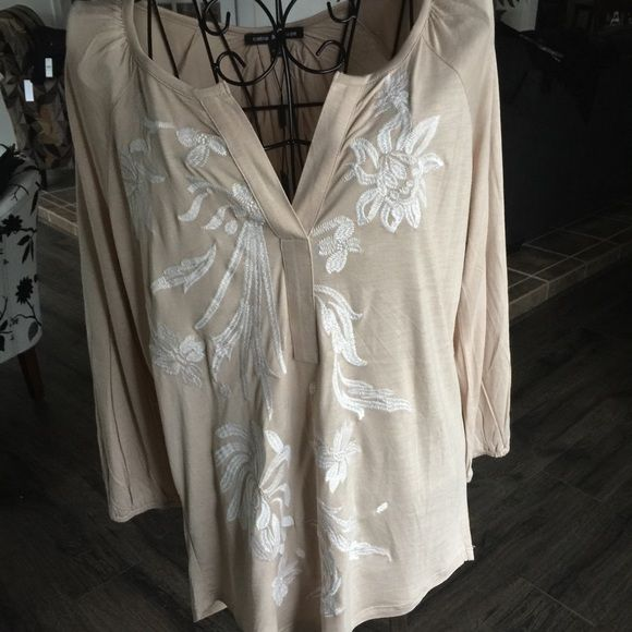 Cable & Gauge long sleeve ⤵️‼️REDUCED‼️⤵️ This light tan viscose top boasts a V neck, white embroidered embellishments and a high / low hem. So soft, pretty and classy! Outfit suggestion - would go great with the Michael Kors pants and heels! Cable & Gauge Skirts High Low