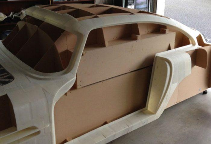 Kiwi Is 3d Printing His Own Aston Martin 3d Printing Industry Autos De Madera Coches Y Motocicletas Autos Y Motos
