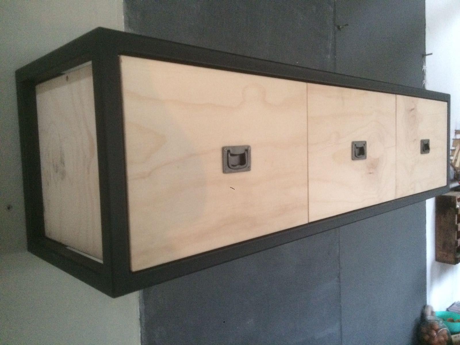 Kast Metalen Frame.Hangende Wandkast Industrieel Metalen Frame En Underlayment Voor De