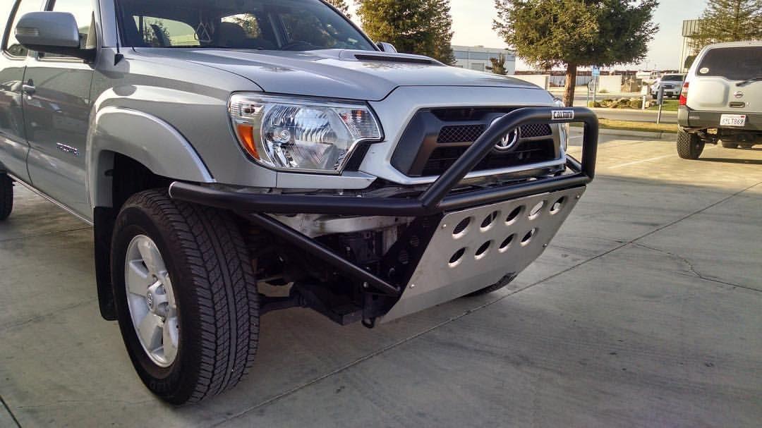 Toyota Tacoma w/ a CALMINI Prerunner front bumper