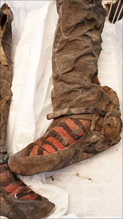 Los arqueólogos encontraron artículos del kit de belleza de la mujer - parte  de un espejo 35a77d100242b