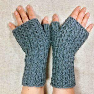 Photo of Fingerlose Handschuhe mit kleinen Eulen – Frostpfoetchen – Armstulpen und Knotentaschen