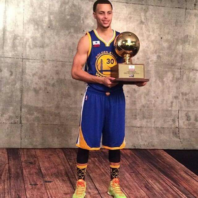 Stephen Curry With The Trophy For 3 Point Shooting Contest
