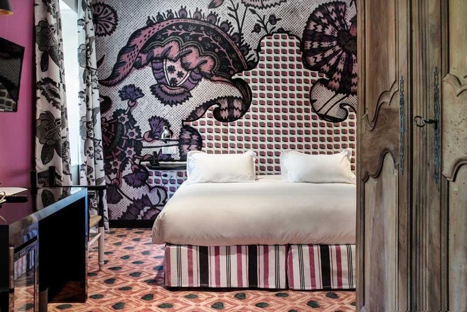 Hotel Jules Cesar. Location: Arles, Provenza; firm: stilista Christian Lacroix, architetto Olivier Sabran.