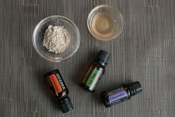 DIY Clay mask with essential oils