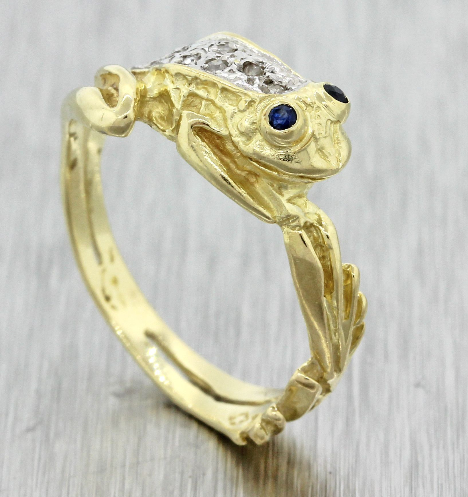 1970s Vintage Estate 14k Solid Yellow Gold Sapphire Eye Diamond Frog Ring