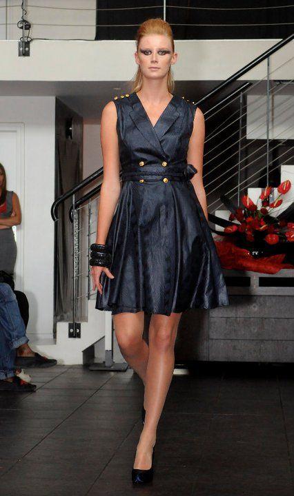 robe classe et moderne en bazin ankara print style pinterest robe tenue et robe chemisier. Black Bedroom Furniture Sets. Home Design Ideas