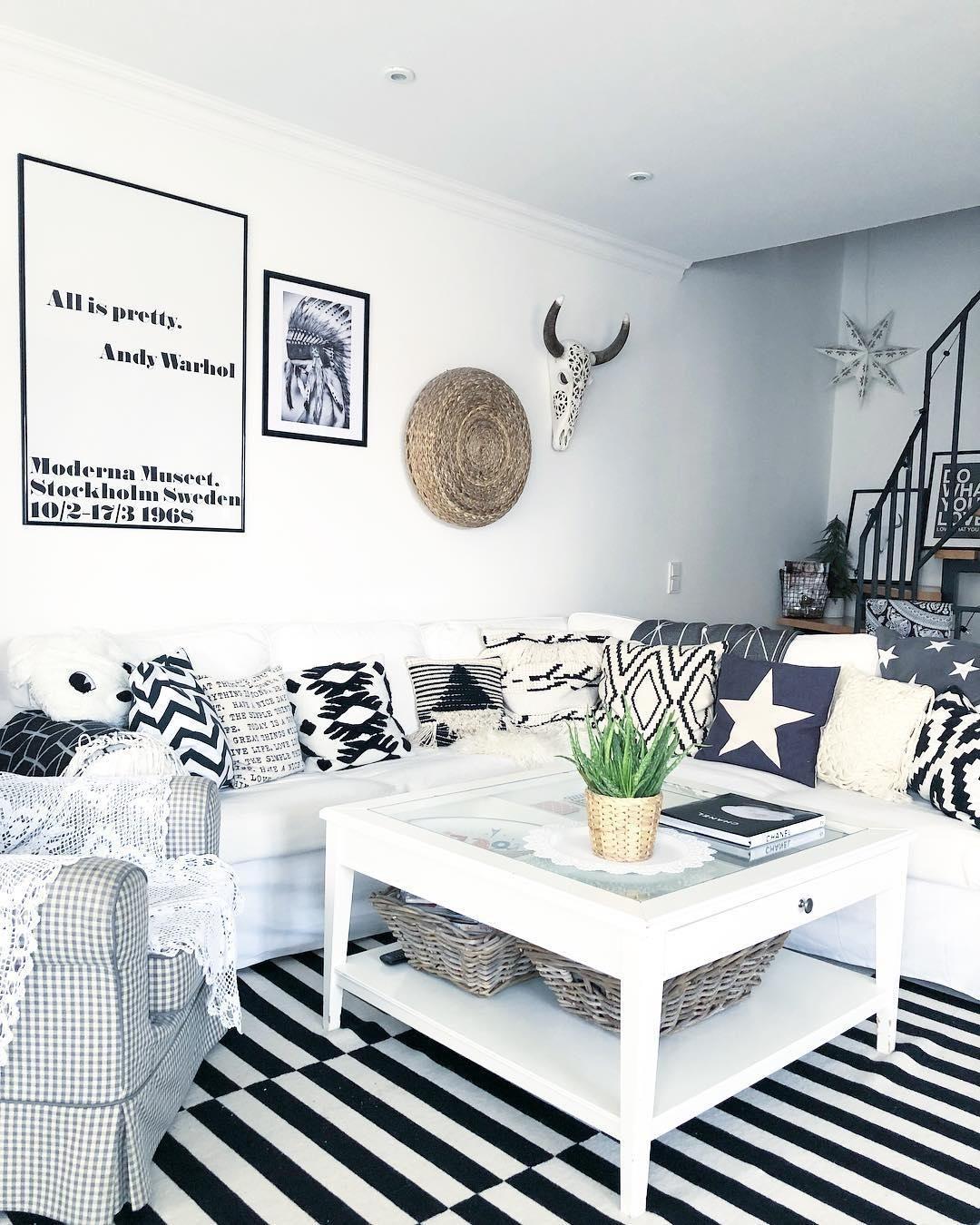 Kissen Wohnzimmer.Monochrome Vibes Helles Interior Wunderschöne Deko Pieces