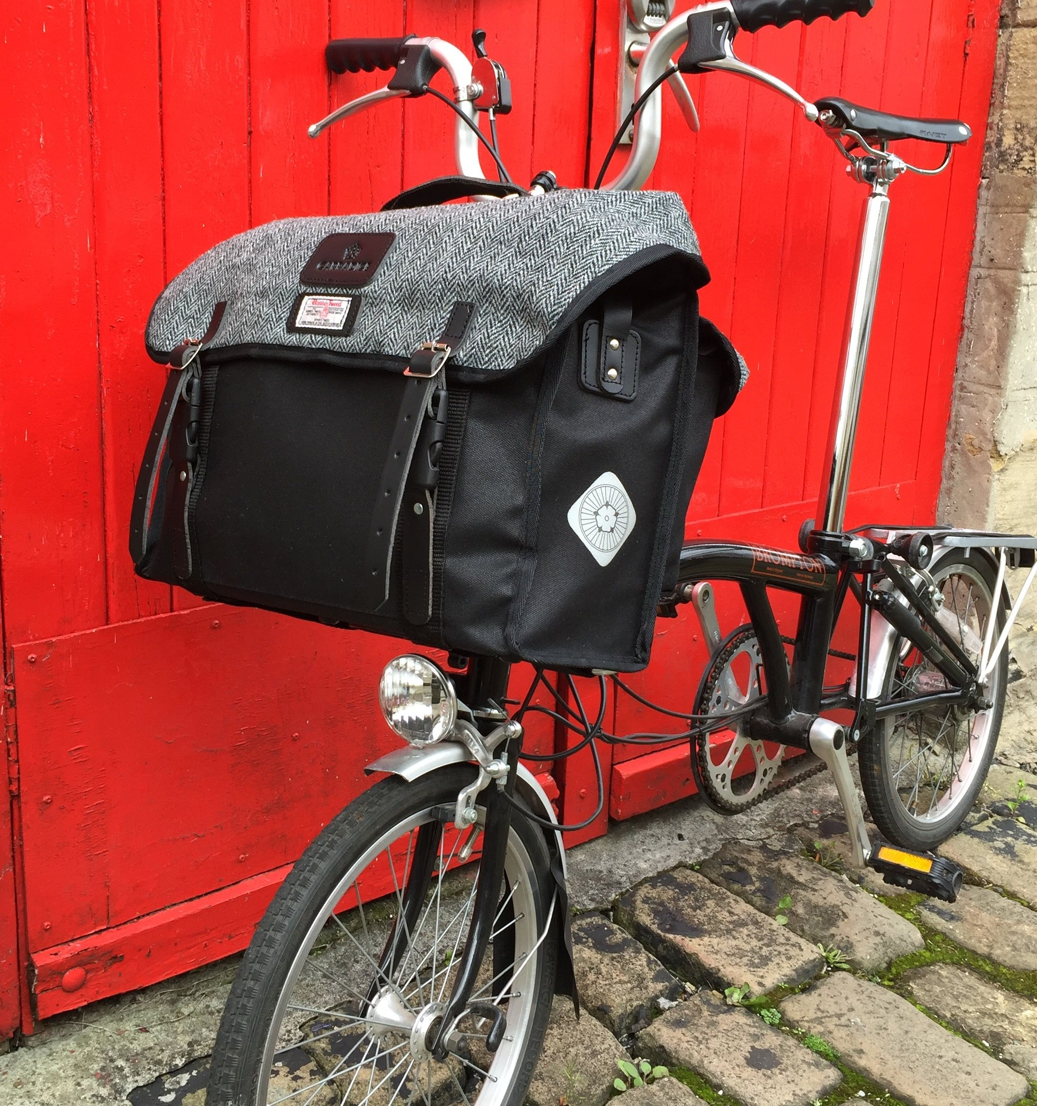 The City Folder M Bag Is A Perfect Bag For The Discerning Brompton Folding Bike User Its Large Capacity And Great L In 2020 Brompton Bicycle Brompton Bag Harris Tweed