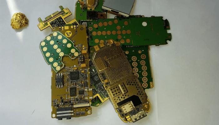 Smartphone Il Nostro Dispositivo Contiene Oro Argento E Terre Rare Smartphone Elettronica Di Consumo Cellulari