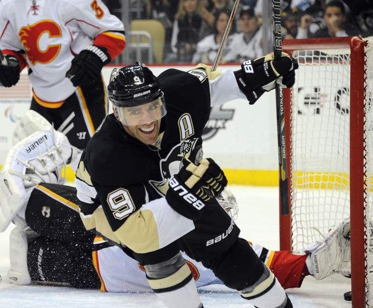 Dec. 21, 2013 — Penguins 4, Flames 3 (Photo: Christopher Horner | Tribune-Review)
