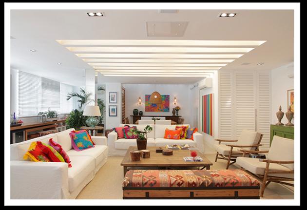 sofa branco almofadas coloridas
