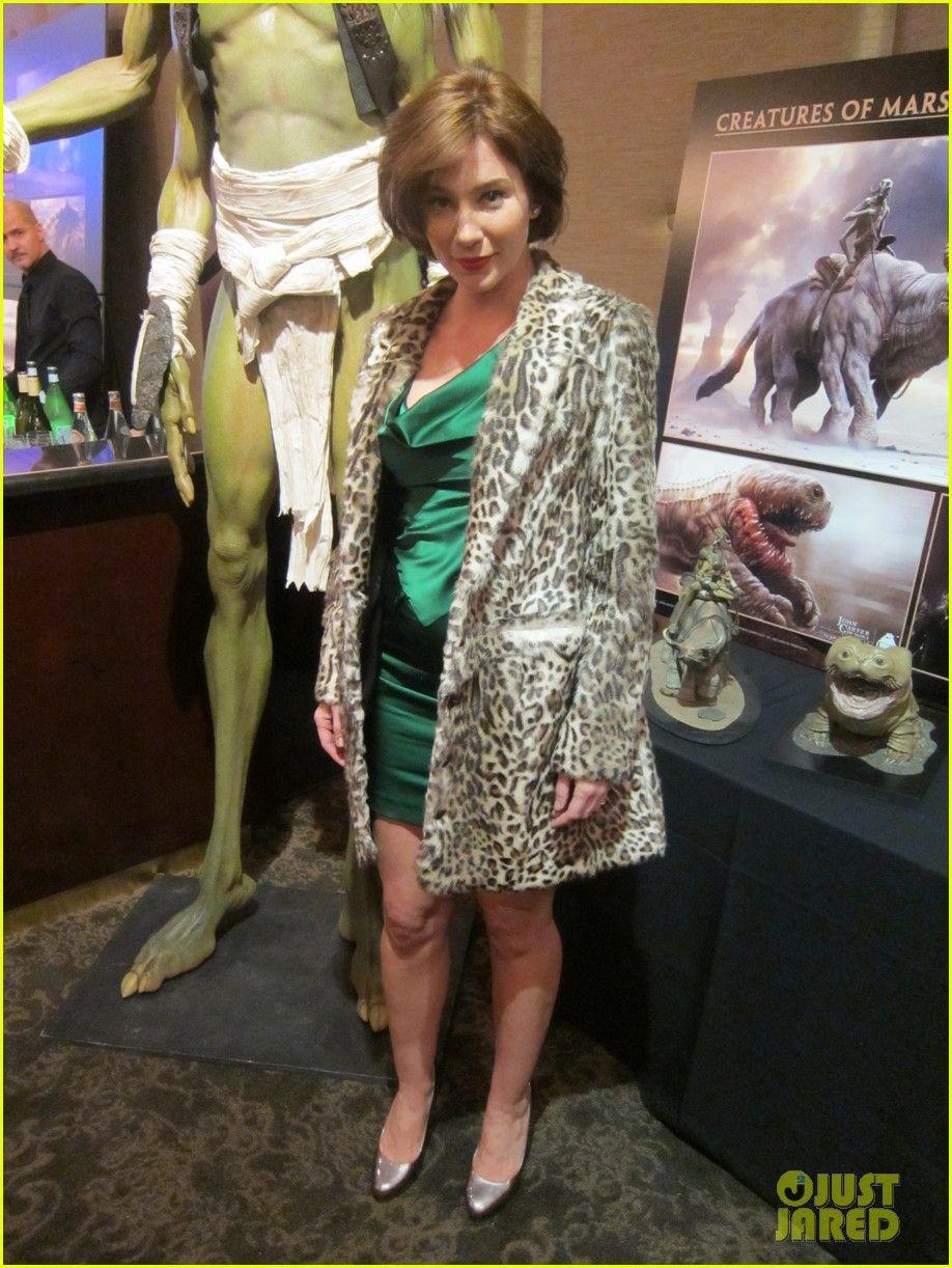 Taylor Kitsch Lynn Collins John Carter 16 Jpg 918 1222 Women Carters Fashion