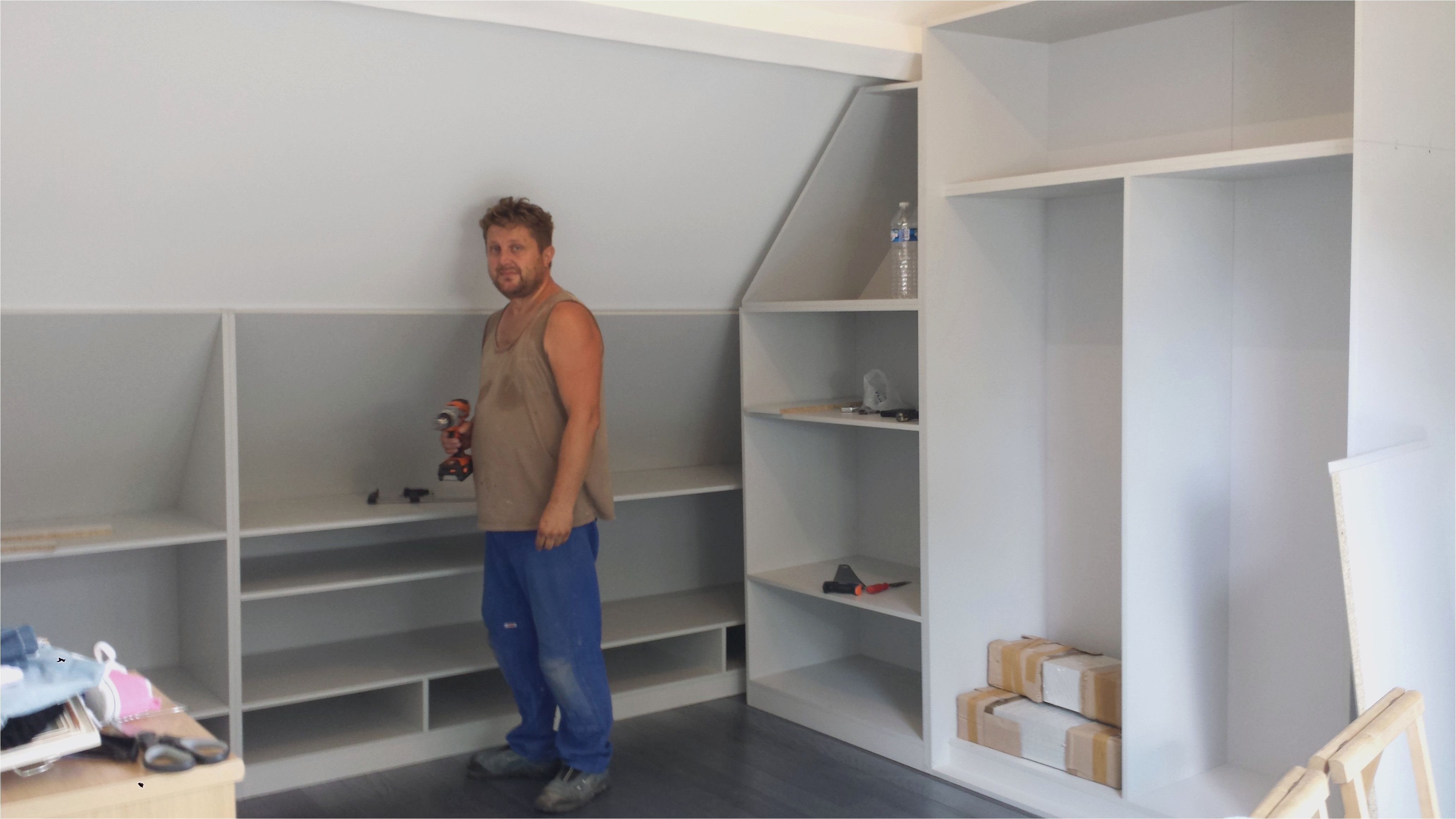 Awesome Dressing Sous Pente De Toit Master Bedroom Closet Loft Bed Ceiling Storage