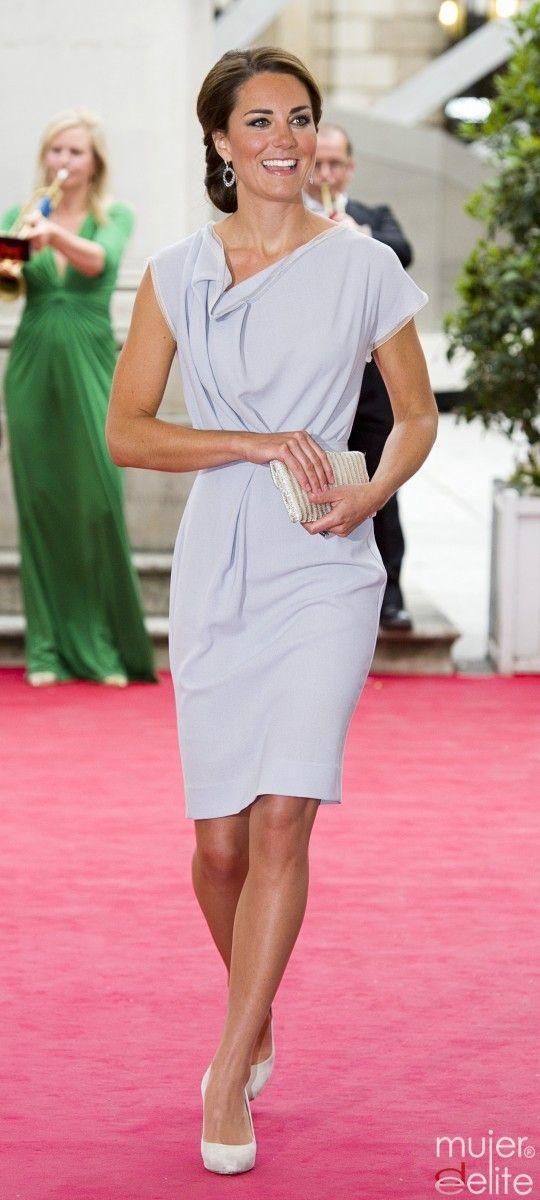 Kate Middleton, de gris y crudo, la combinación perfecta | Looks I ...