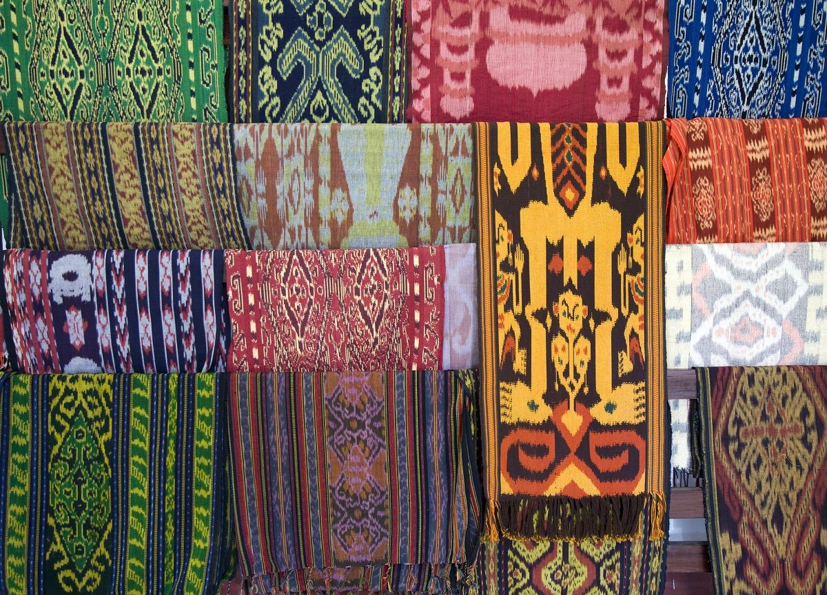 The Indonesian traditional textile, Batik.  Art, Crafts and Culture  Pinterest