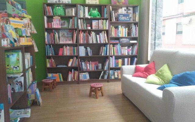 Es un lugar aplacible donde poder mirar los libros  con los más pequeños de la familia