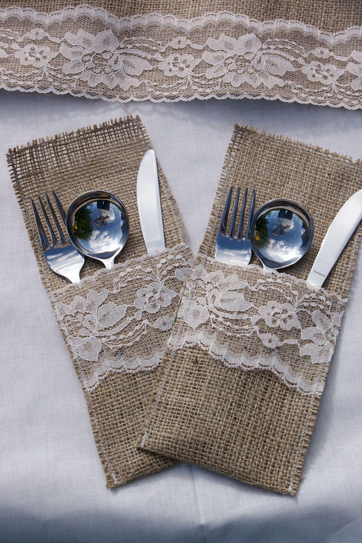 Fine holdere til servietter og bestik til borddækningen.