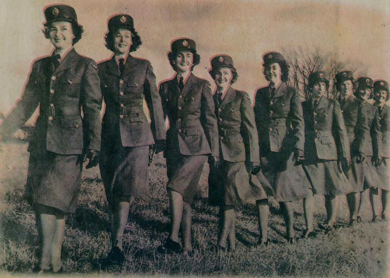 Top 10 amazing photos of World War II | Bermudas, Air force women ...
