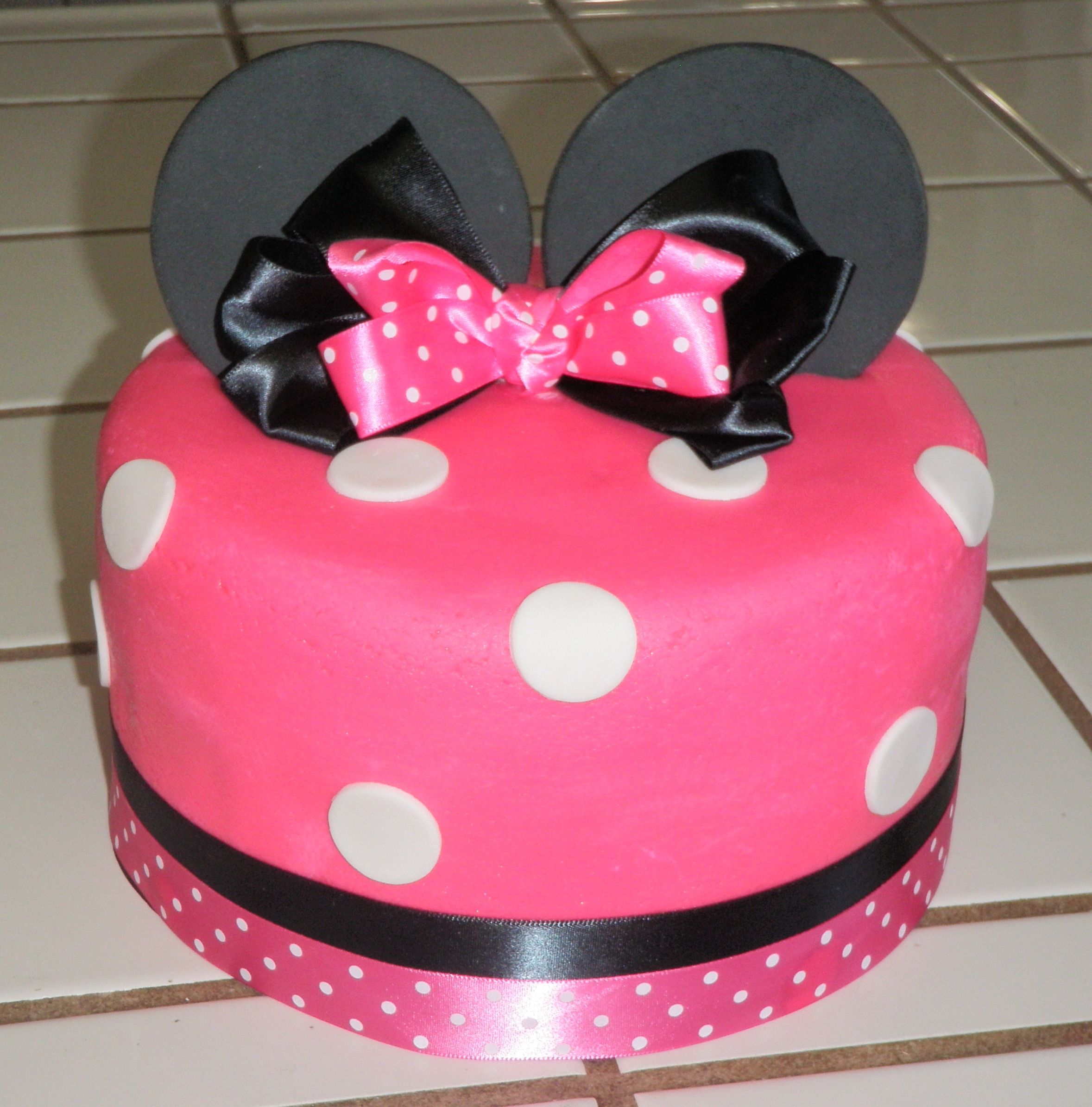 Minnie Mouse Cake set this on top of stand or boxes and have