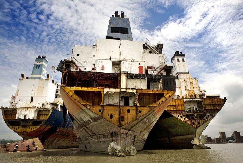 Maro Kouri - Photography and Journalism - Bangladesh - Shipbreaking Yard
