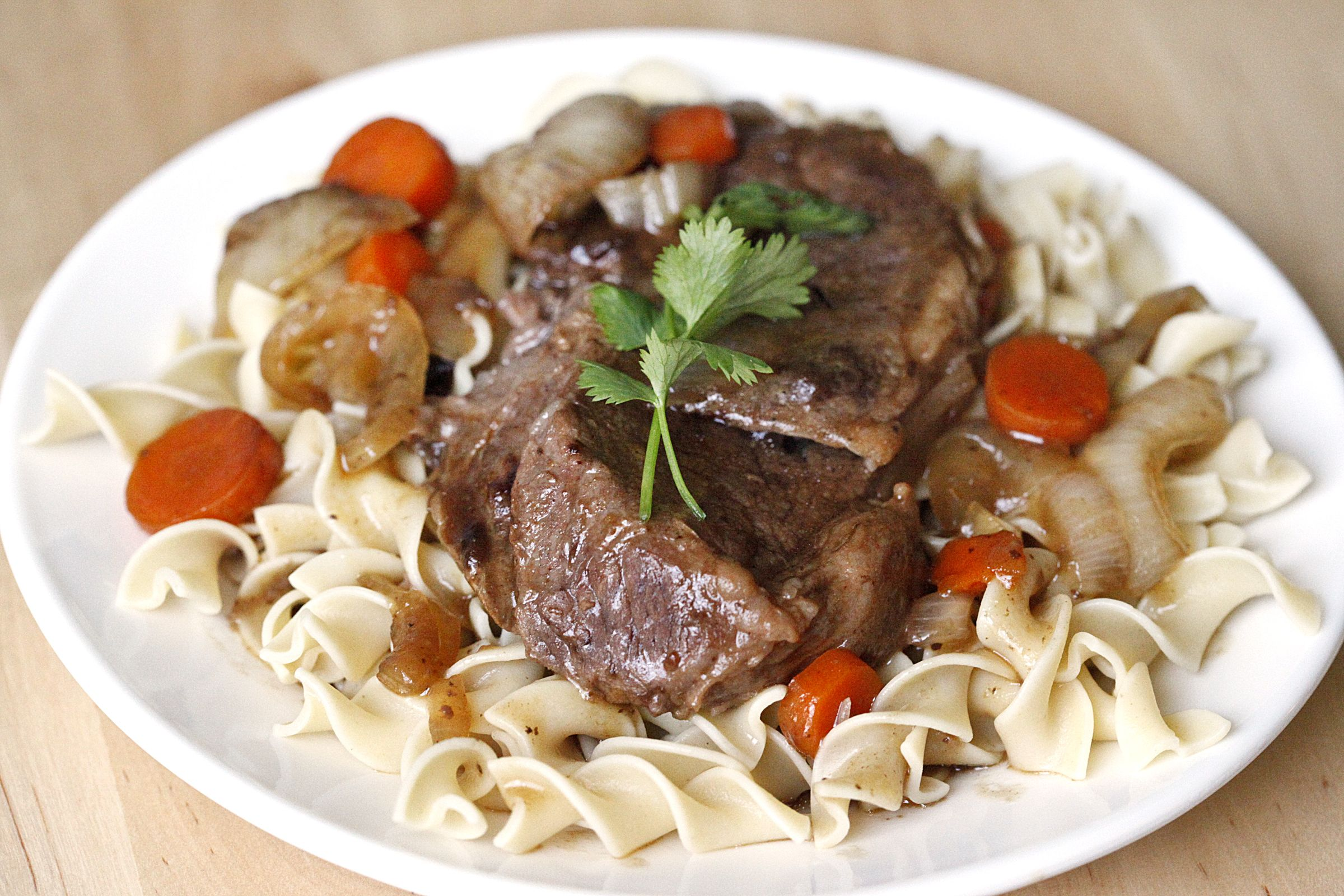 Just five minutes of prep makes this delicious Crockpot Roast Beef: http://ow.ly/cBzpr #recipes