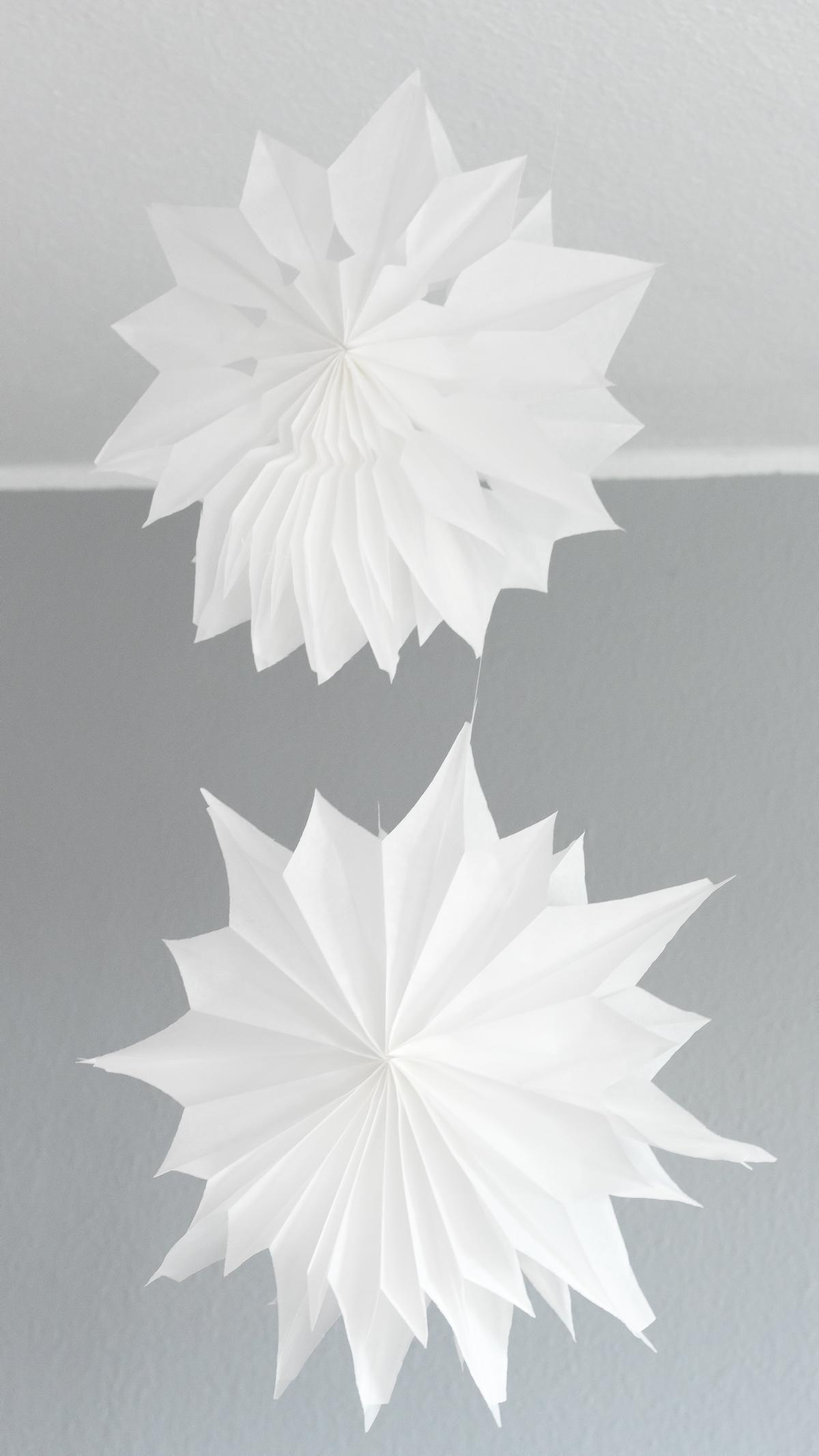 DIY Deko Sterne aus Papiertüten basteln - einfache Anleitung